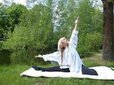 19:00 – 20:00 Uhr Yoga Erwachsene